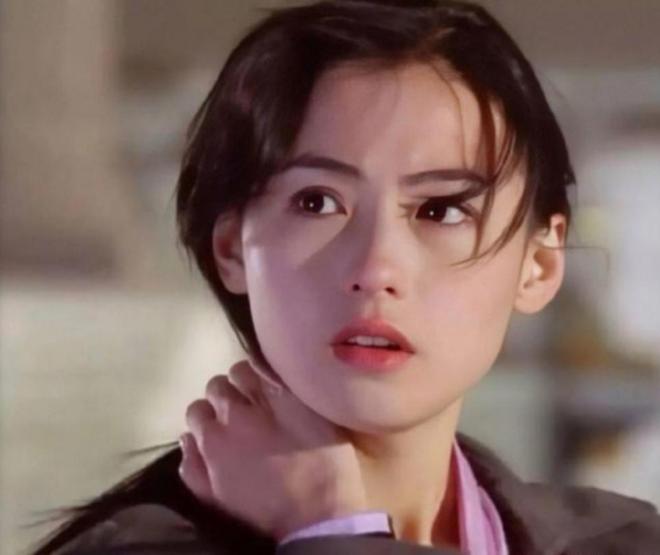 Trương Bá Chi: Ngọc nữ đẹp nhất Hong Kong ăn chơi trác táng, thi phi bủa vây vì cuộc tình 2 thập kỷ với Tạ Đình Phong - ảnh 3