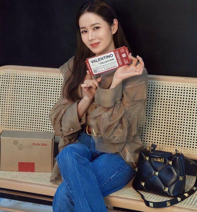 """Chỉ với thay đổi nhỏ, """"chị đẹp"""" Son Ye Jin biến item hiểm hóc thành trang phục thanh lịch vô cùng - ảnh 7"""