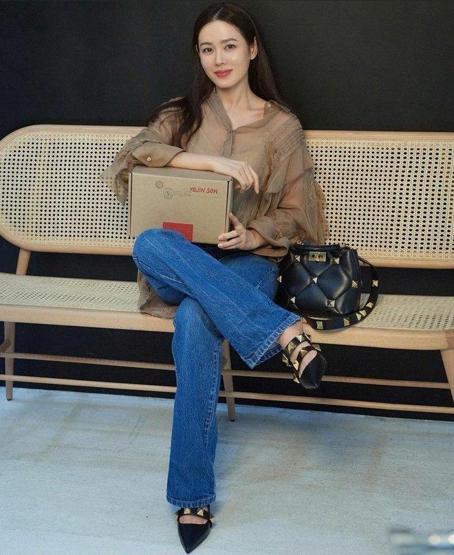 """Chỉ với thay đổi nhỏ, """"chị đẹp"""" Son Ye Jin biến item hiểm hóc thành trang phục thanh lịch vô cùng - ảnh 5"""