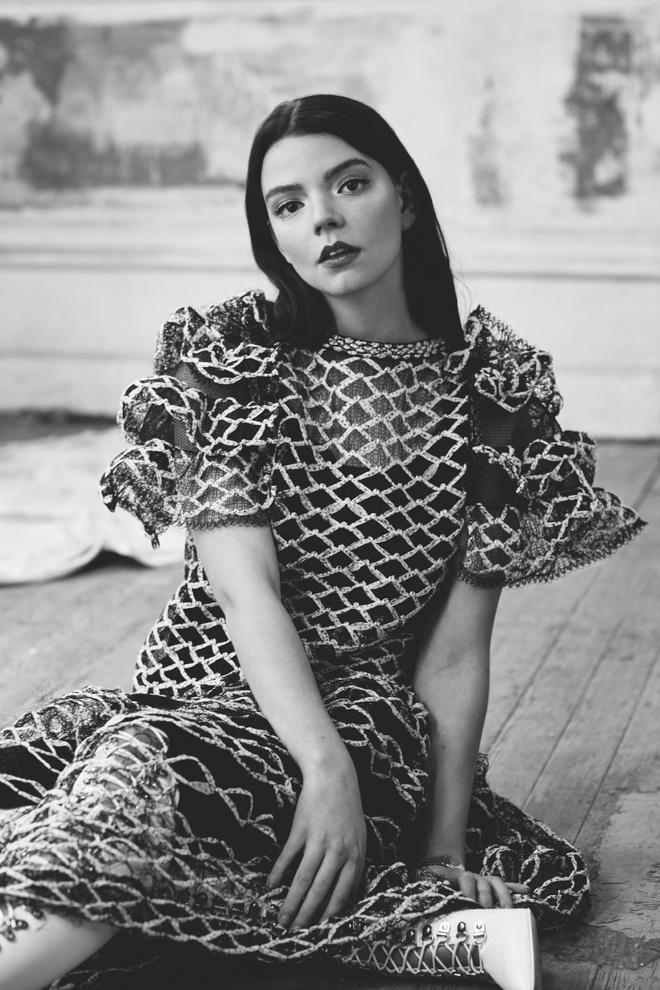 Anya Taylor-Joy là ai mà rung chuyển cả Hollywood vì quá đẹp? Visual như báu vật, vòng 1 bức thở, choáng nhất ảnh chụp vội - ảnh 10