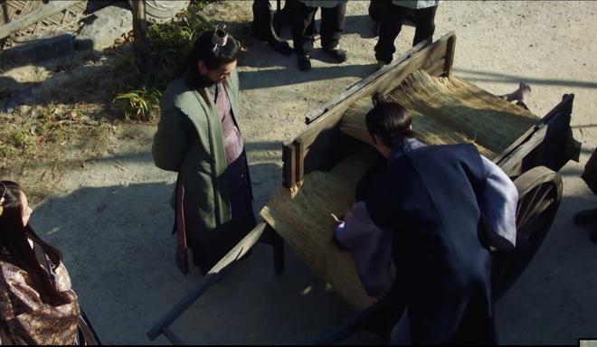 Vừa được Kim So Hyun chủ động ôm ấp, Ji Soo bạo miệng rủ ngay crush về chung phòng ở Sông Đón Trăng Lên - ảnh 3