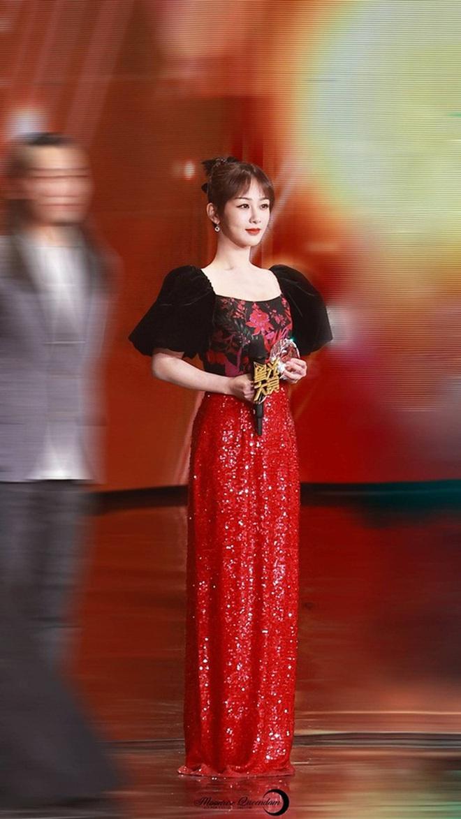 """Stylist của Dương Tử gây phẫn nộ khi """"trăm lần như một"""" cho cô mặc đúng 1 kiểu trang phục - Ảnh 6."""