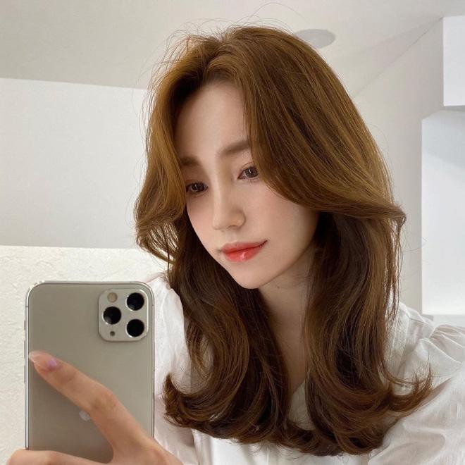 5 kiểu tóc siêu nhẹ đầu và còn nhân đôi vẻ sành điệu, hoàn hảo để chị em cắt cho mùa Xuân - Hè - Ảnh 2.