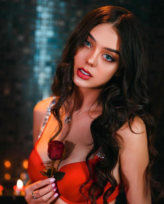 Bạn gái Bùi Tiến Dũng diện nội y đỏ rực khoe cơ thể cực đẹp photo 2 16156342810622049134669
