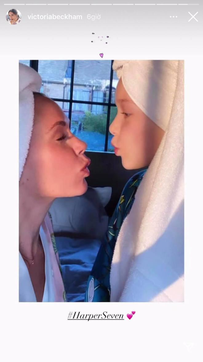 """Gia đình Beckham mở đại hội spam ảnh mừng Ngày của Mẹ, Harper và Cruz """"cướp"""" luôn spotlight của Victoria - Ảnh 6."""