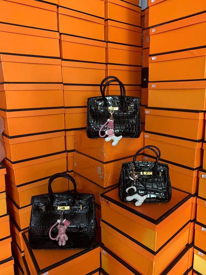 """Cận cảnh kho hàng giả thương hiệu Hermès """"khủng"""" nhất miền Bắc, trị giá khoảng 6 tỷ đồng - Ảnh 10."""