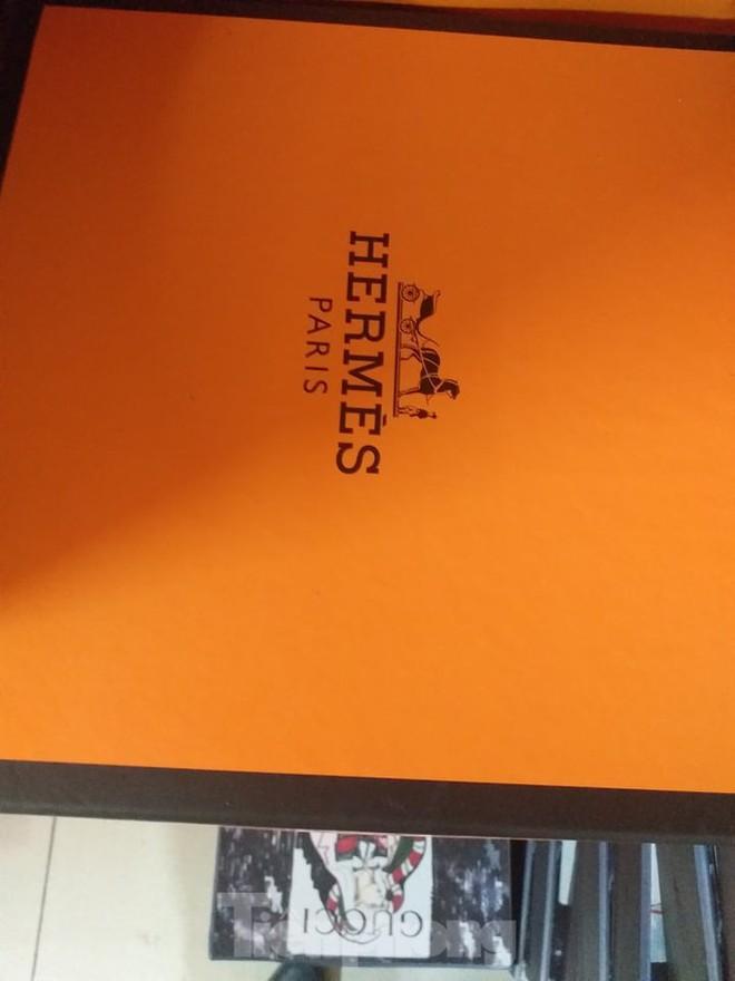 """Cận cảnh kho hàng giả thương hiệu Hermès """"khủng"""" nhất miền Bắc, trị giá khoảng 6 tỷ đồng - Ảnh 8."""