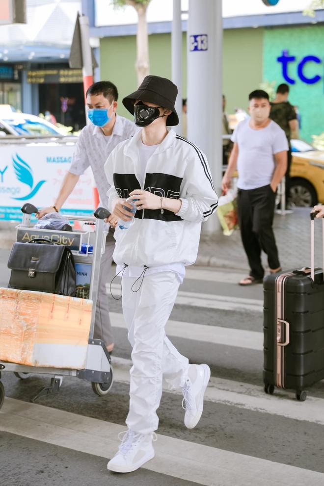 Hari Won nhảy nhót bắt trend nhưng netizen chỉ tập trung vào kệ giày khủng phía sau, còn gọi tên Jack vì có một chi tiết giống - ảnh 5