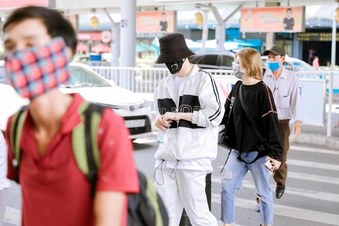 Hari Won nhảy nhót bắt trend nhưng netizen chỉ tập trung vào kệ giày khủng phía sau, còn gọi tên Jack vì có một chi tiết giống - ảnh 3
