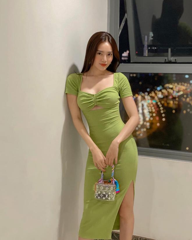 Ninh Dương Lan Ngọc ngày càng mặc gợi cảm, thiêu rụi mắt netizen bởi những pha hở bạo căng đét - ảnh 12