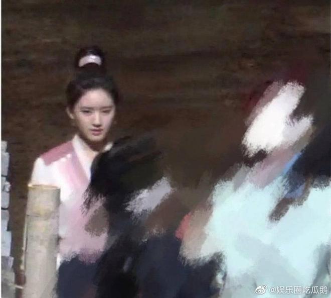 Fan bất ngờ khi tạo hình của Triệu Lộ Tư ở phim đóng với Dương Dương là hàng fake, tất cả là do antifan hãm hại? - ảnh 1
