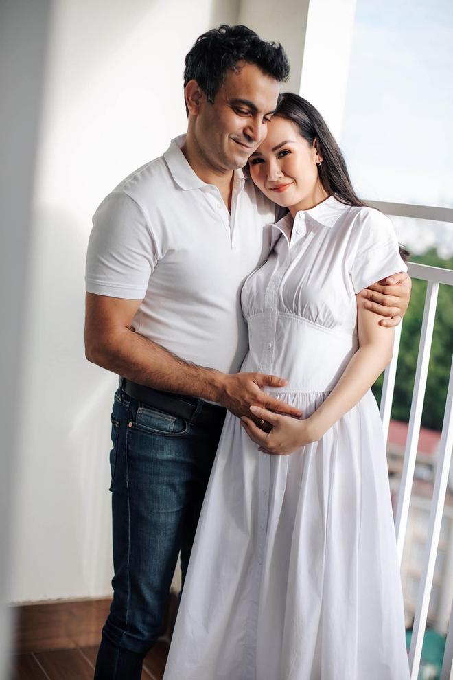 Võ Hạ Trâm khoe bụng bầu xác nhận mang thai con đầu lòng với chồng người Ấn Độ, Đoan Trang và dàn sao nô nức chúc mừng - ảnh 2