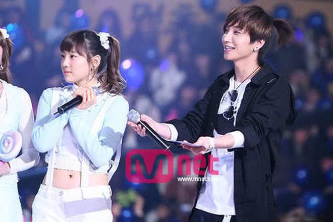 Điểm chung 2 mỹ nhân sát trai nhất Kpop Jennie - Taeyeon: Từ dính phốt thái độ, cà khịa thành viên cùng nhóm đến chiêu trò hẹn hò? - ảnh 5