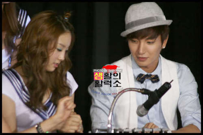 Điểm chung 2 mỹ nhân sát trai nhất Kpop Jennie - Taeyeon: Từ dính phốt thái độ, cà khịa thành viên cùng nhóm đến chiêu trò hẹn hò? - ảnh 35