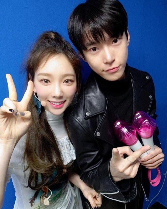 Điểm chung 2 mỹ nhân sát trai nhất Kpop Jennie - Taeyeon: Từ dính phốt thái độ, cà khịa thành viên cùng nhóm đến chiêu trò hẹn hò? - ảnh 37