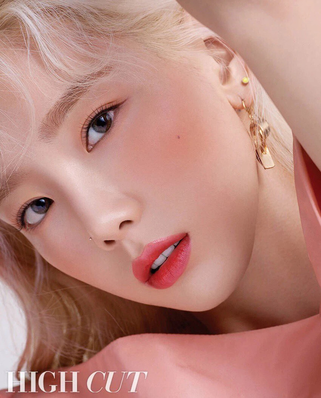 Điểm chung 2 mỹ nhân sát trai nhất Kpop Jennie - Taeyeon: Từ dính phốt thái độ, cà khịa thành viên cùng nhóm đến chiêu trò hẹn hò? - ảnh 8