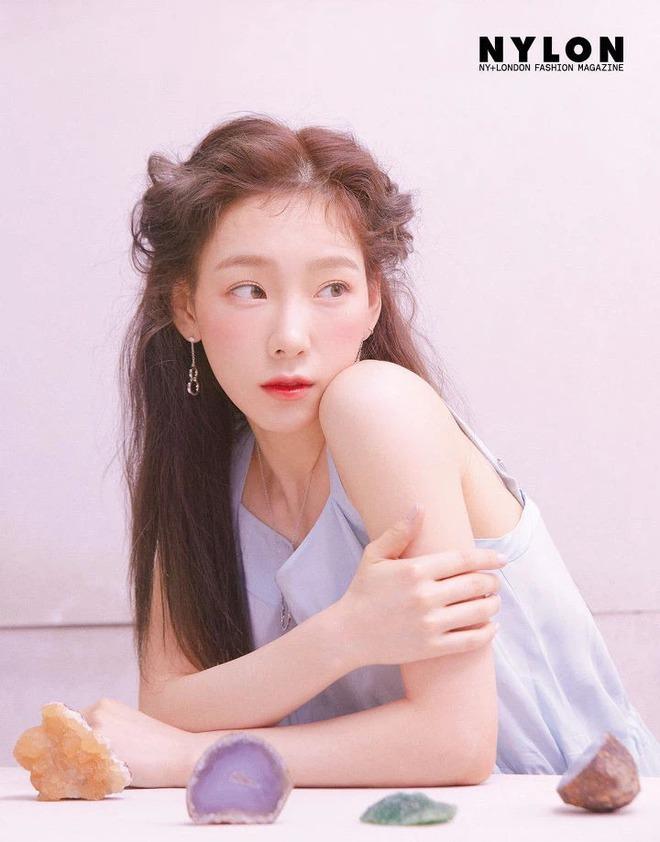 Điểm chung 2 mỹ nhân sát trai nhất Kpop Jennie - Taeyeon: Từ dính phốt thái độ, cà khịa thành viên cùng nhóm đến chiêu trò hẹn hò? - ảnh 11