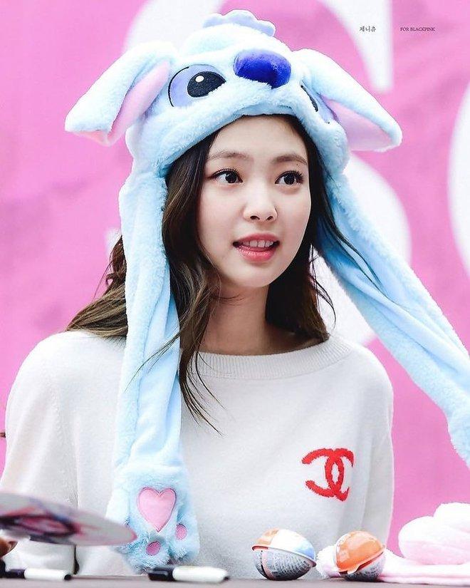 Điểm chung 2 mỹ nhân sát trai nhất Kpop Jennie - Taeyeon: Từ dính phốt thái độ, cà khịa thành viên cùng nhóm đến chiêu trò hẹn hò? - ảnh 12