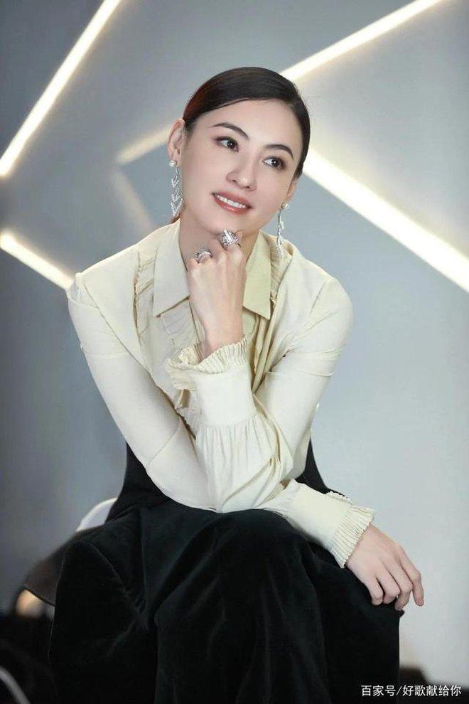 Trương Bá Chi: Ngọc nữ đẹp nhất Hong Kong ăn chơi trác táng, thi phi bủa vây vì cuộc tình 2 thập kỷ với Tạ Đình Phong - ảnh 13