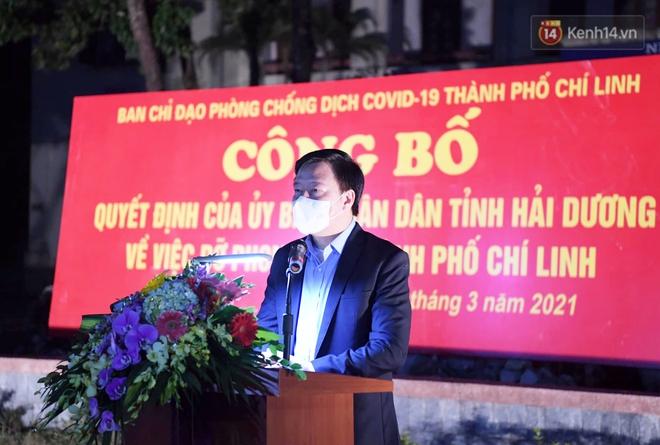 Người dân tại tâm dịch thành phố Chí Linh chuẩn bị cờ hoa, háo hức trước giờ hết cách ly xã hội - ảnh 12