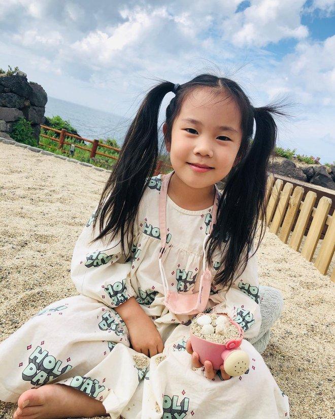 2 cô con gái nhà tiểu tam Penthouse Eugene: Hết thiên tài IQ 127 học trường quốc tế đắt đỏ đến fangirl nhí đặc biệt của BTS - ảnh 6