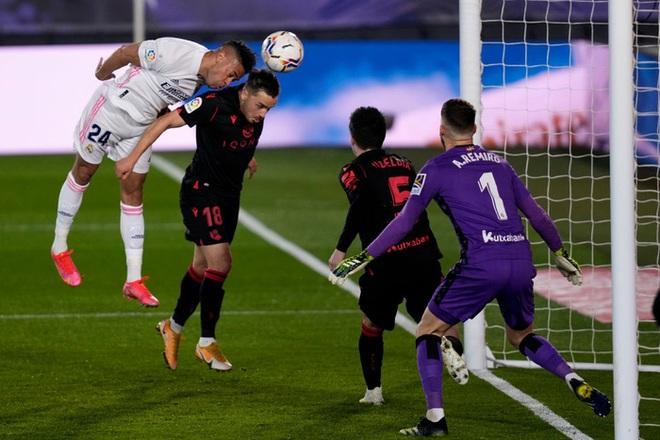 Real Madrid thoát thua trong gang tấc nhưng vẫn bị Barca vượt mặt - ảnh 4