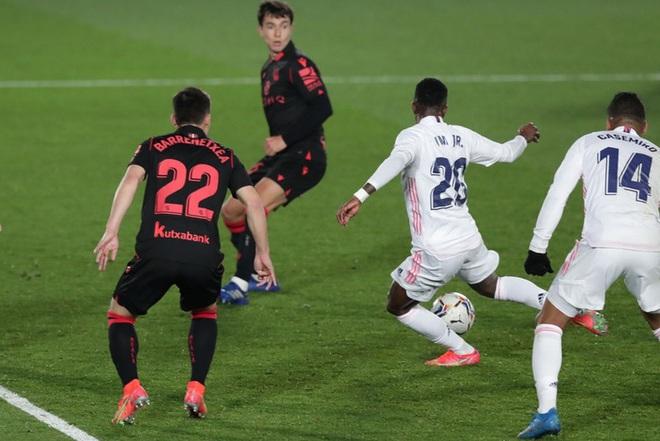 Real Madrid thoát thua trong gang tấc nhưng vẫn bị Barca vượt mặt - ảnh 8