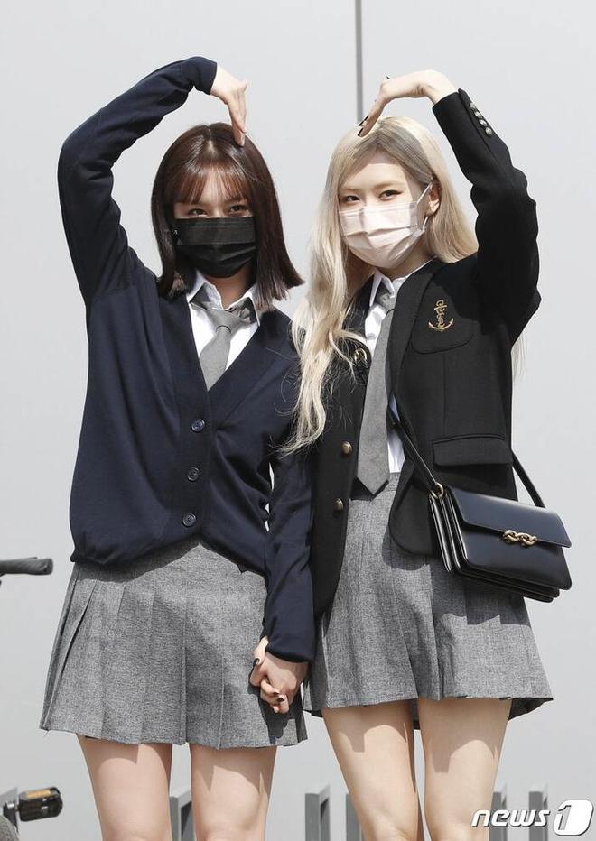 Máu thám tử đỉnh cao như Rosé (BLACKPINK): Hành động nhỏ khiến cô chị Hyeri rùng mình kinh ngạc, xúc động phát khóc 001