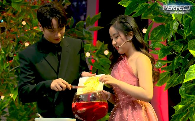Soái ca Trần Nhậm được hot girl đến tỏ tình, nhan sắc nữ chính chiếm trọn spotlight vì quá xinh 005