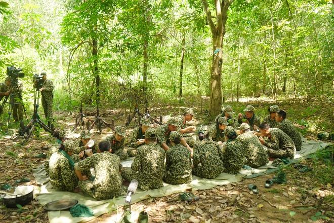 Khánh Vân tiết lộ Mũi trưởng Long là 'chú bé khóc nhè', khóc lóc ngày dàn nữ chiến binh xuất ngũ 009