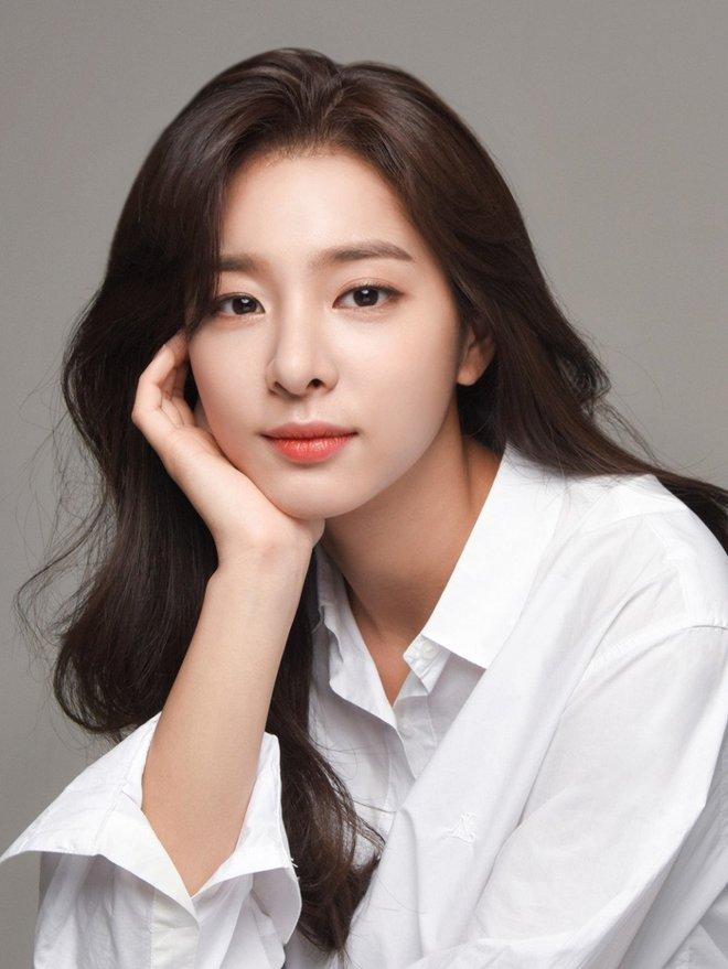 6 sao Hàn toàn sát nhân, mean girls trên màn ảnh nhưng ngoài đời lại trái ngược: Sốc nhất là tính cách của ác nữ Penthouse Kim So Yeon! - Ảnh 12.