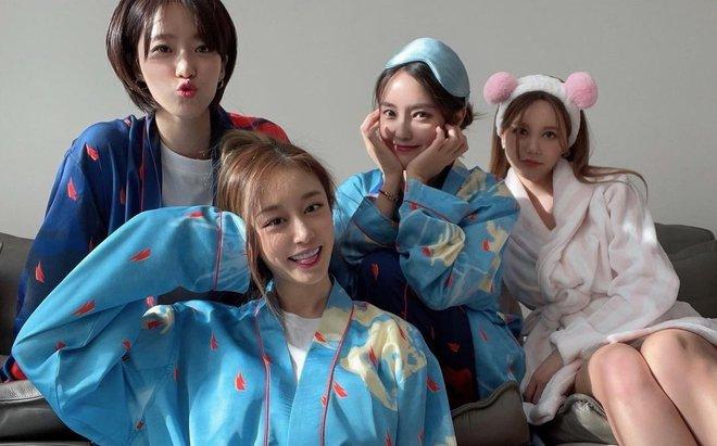 4 thành viên T-ara hội ngộ, Jiyeon tiết lộ chuyện giấu điện thoại vào áo lót vì bị cấm sử dụng 002