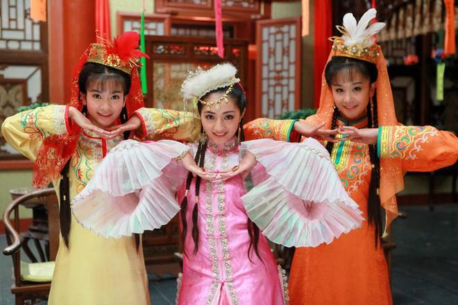 Ác nữ Cẩm Tâm Tựa Ngọc hóa ra chính là người xưa đọ visual với Triệu Lệ Dĩnh ở Hoàn Châu Cách Cách 0017