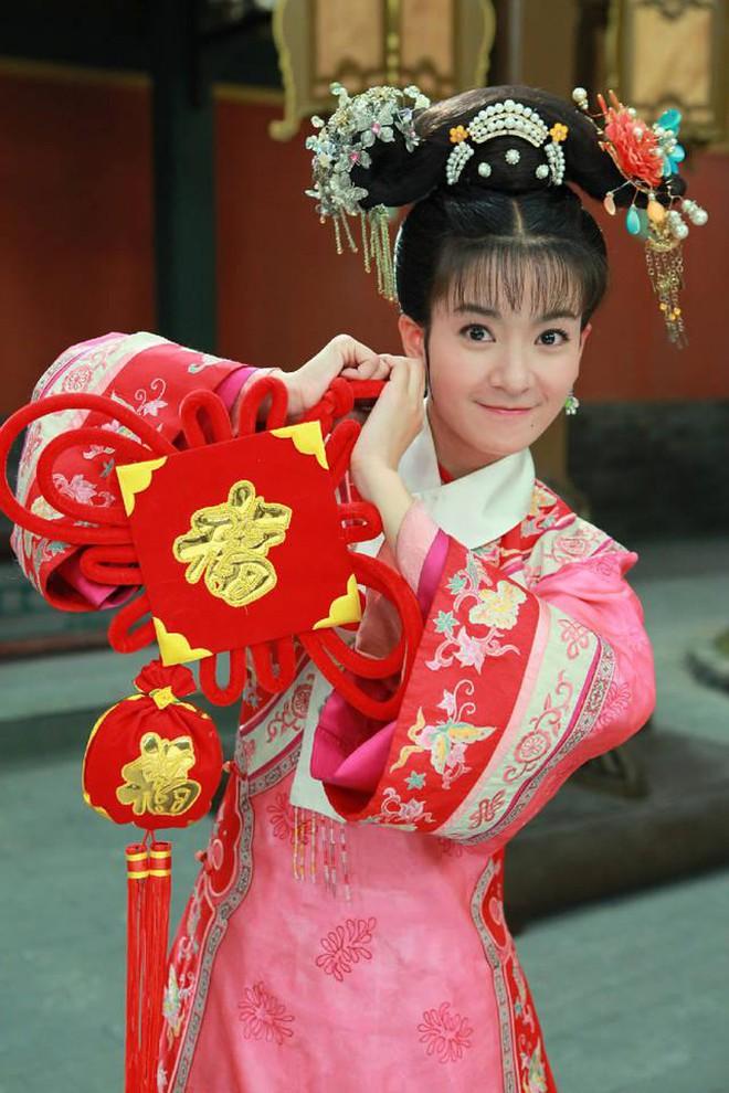 Ác nữ Cẩm Tâm Tựa Ngọc hóa ra chính là người xưa đọ visual với Triệu Lệ Dĩnh ở Hoàn Châu Cách Cách 009