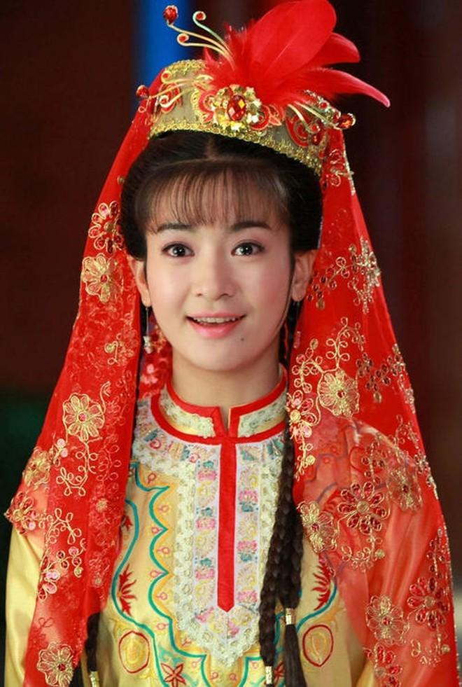 Ác nữ Cẩm Tâm Tựa Ngọc hóa ra chính là người xưa đọ visual với Triệu Lệ Dĩnh ở Hoàn Châu Cách Cách 008