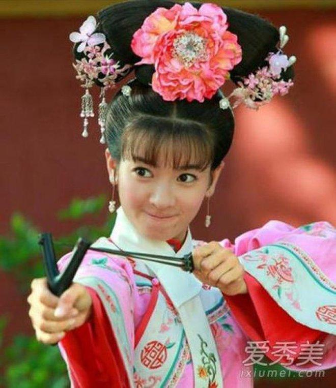 Ác nữ Cẩm Tâm Tựa Ngọc hóa ra chính là người xưa đọ visual với Triệu Lệ Dĩnh ở Hoàn Châu Cách Cách 0010
