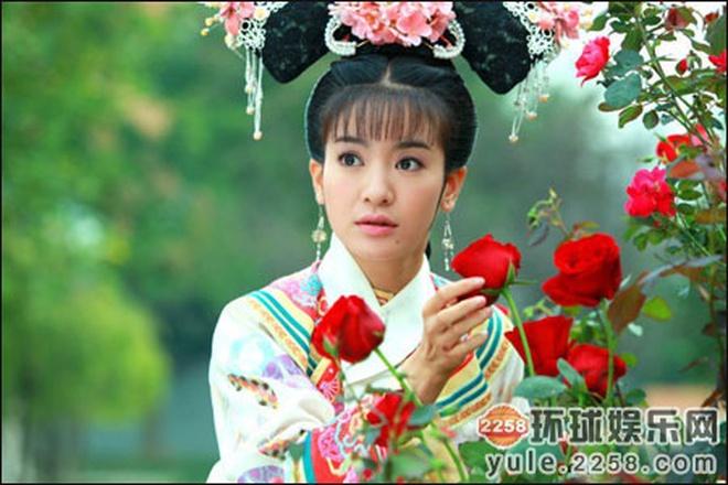 Ác nữ Cẩm Tâm Tựa Ngọc hóa ra chính là người xưa đọ visual với Triệu Lệ Dĩnh ở Hoàn Châu Cách Cách 0012