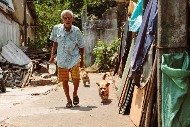 Một ngày trong hẻm Bố Già giữa Sài Gòn: Cuộc sống của người dân cù lao vẫn bình dị như thế, hễ có đoàn phim đến là nhiệt tình giúp đỡ! - Ảnh 2.