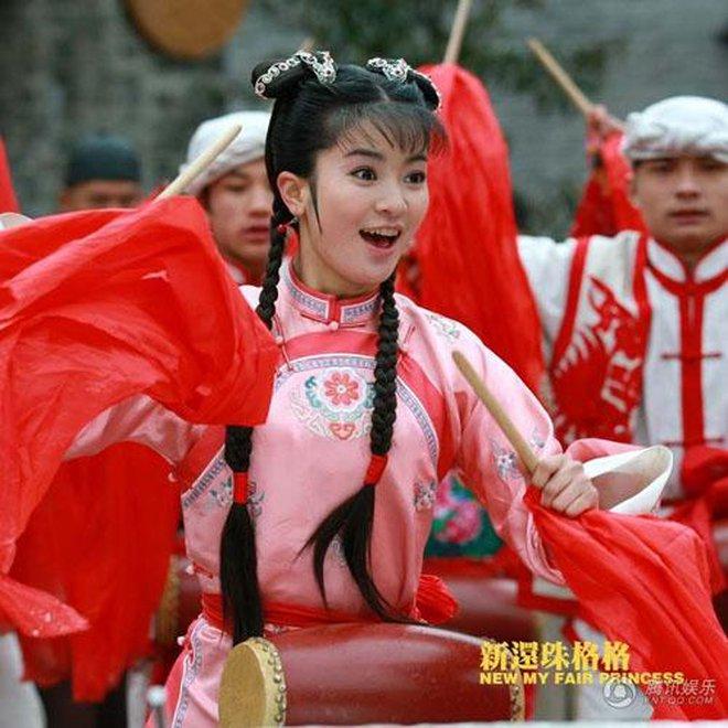 Ác nữ Cẩm Tâm Tựa Ngọc hóa ra chính là người xưa đọ visual với Triệu Lệ Dĩnh ở Hoàn Châu Cách Cách 0014