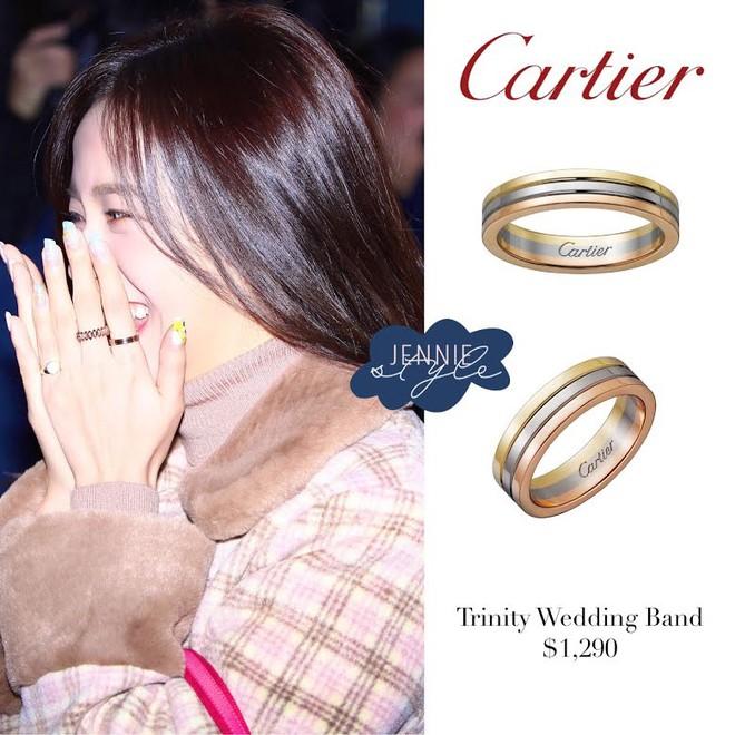 Nữ thần Jisoo (BLACKPINK) lúc nào cũng đeo 1 chiếc nhẫn, ẩn tình gì với người tặng quà đặc biệt này? 001