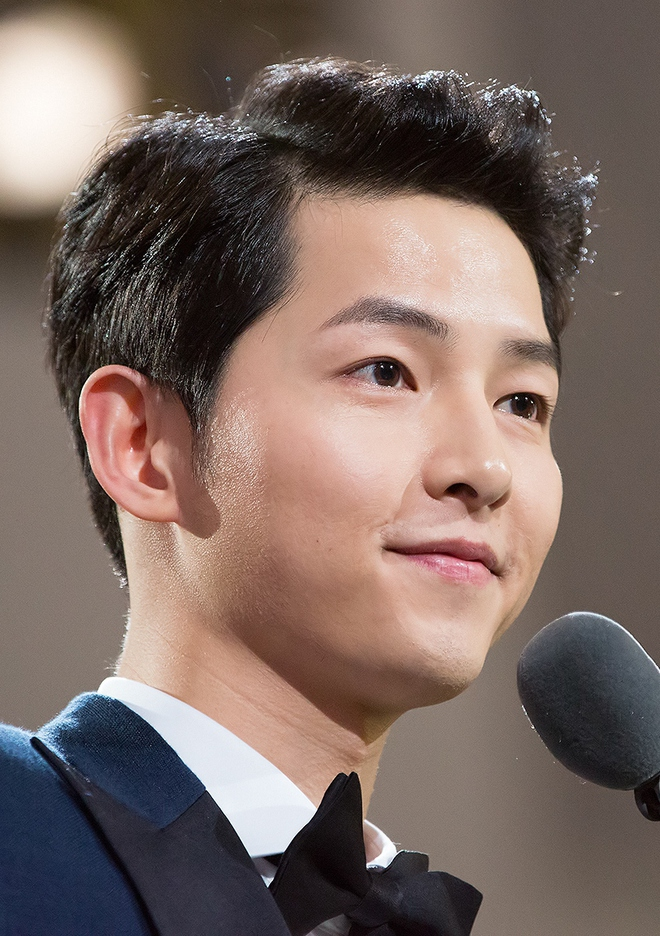 """Nghe tin Song Joong Ki sắp ra nước ngoài quay phim, netizen lo sốt vó """"dịch còn chưa hết mà!"""" - Ảnh 2."""