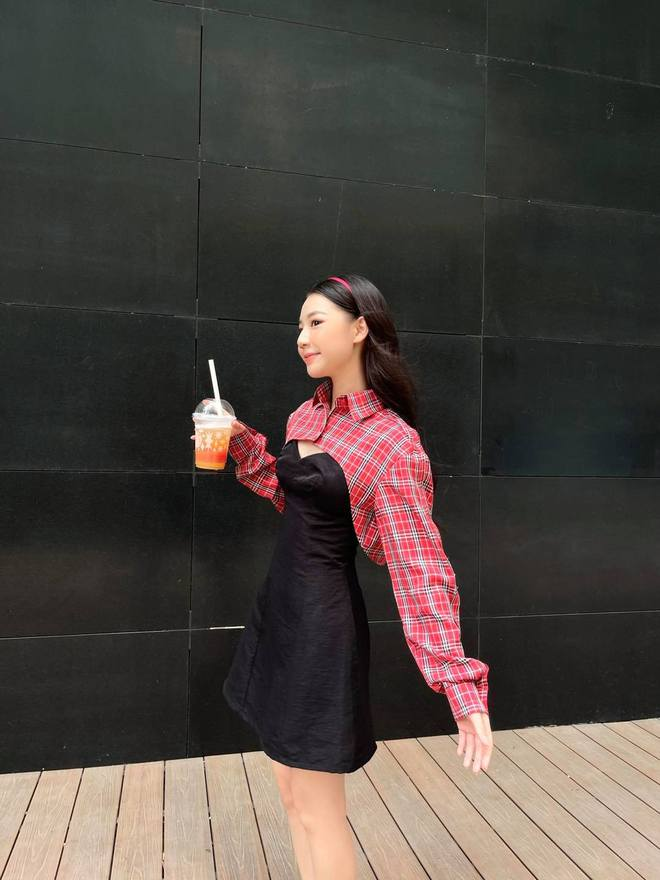 """""""Bóc"""" style của Amee: Từ bánh bèo tiểu thư tới sexy ngùn ngụt đều """"chơi"""" tất, biến hoá đa dạng đâu kém idol Kpop nào! - Ảnh 4."""