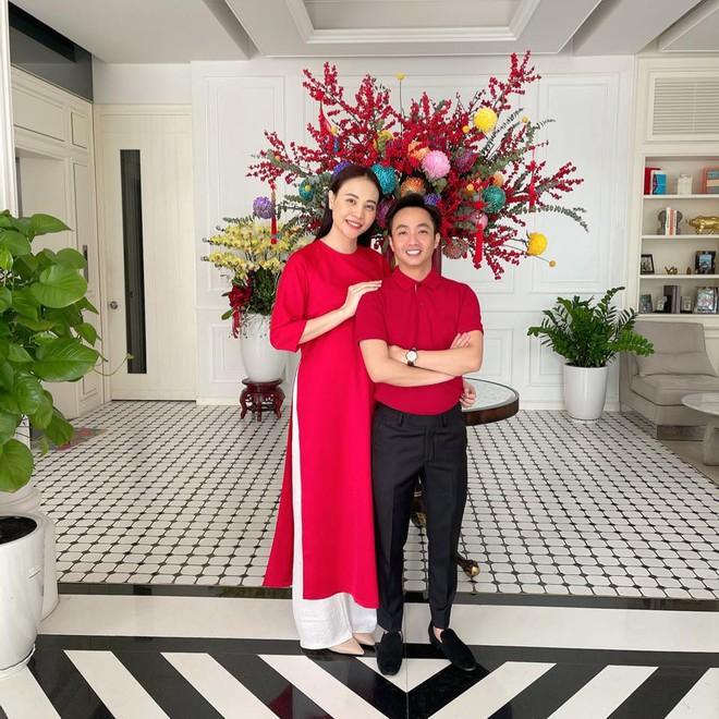 Đàm Thu Trang gây sốt với dép Hermès vỏ bưởi, tưởng mới nhưng hóa ra đã là hot trend từ bao giờ - ảnh 1