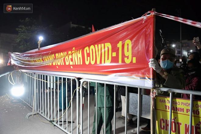 Ảnh: Hải Dương dỡ cách ly xã hội, người dân Chí Linh vui mừng hò reo sau 34 ngày chiến đấu với Covid-19 - ảnh 5