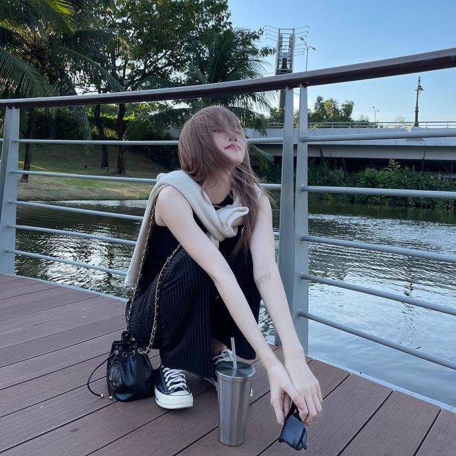 Xem ảnh mới của Thiều Bảo Trâm, dân tình lại soi ngay ra dùng lại đồ đôi với Sơn Tùng M-TP? - ảnh 1