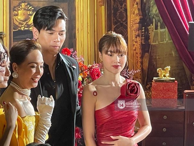 Lan Ngọc chính thức lộ diện trên thảm đỏ Gái Già Lắm Chiêu sau drama clip nóng, ấm lòng nhất là cái ôm an ủi của dàn sao - ảnh 4