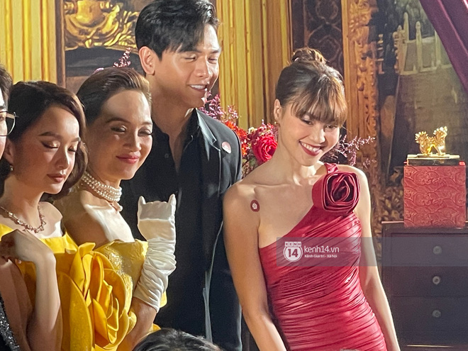 Lan Ngọc chính thức lộ diện trên thảm đỏ Gái Già Lắm Chiêu sau drama clip nóng, ấm lòng nhất là cái ôm an ủi của dàn sao - ảnh 5