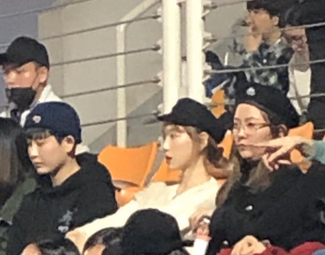 Bức ảnh hot nhất hôm nay: Camera mờ nhòe nhưng Jisoo - Sunmi vẫn đọ sắc cực gắt, Taeyeon trắng phát sáng chiếm luôn spotlight - ảnh 4