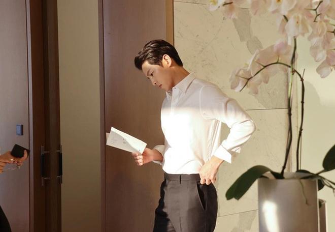 Song Joong Ki - Song Hye Kyo cùng đăng ảnh giống nhau đến bất ngờ, quay lại sau 2 năm ly hôn hay gì? - ảnh 4