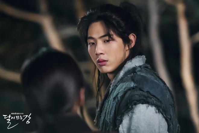 Sông Đón Trăng Lên toang nặng vì phốt bắt nạt của Ji Soo, khán giả bày cách cứu Kim So Hyun - ảnh 1